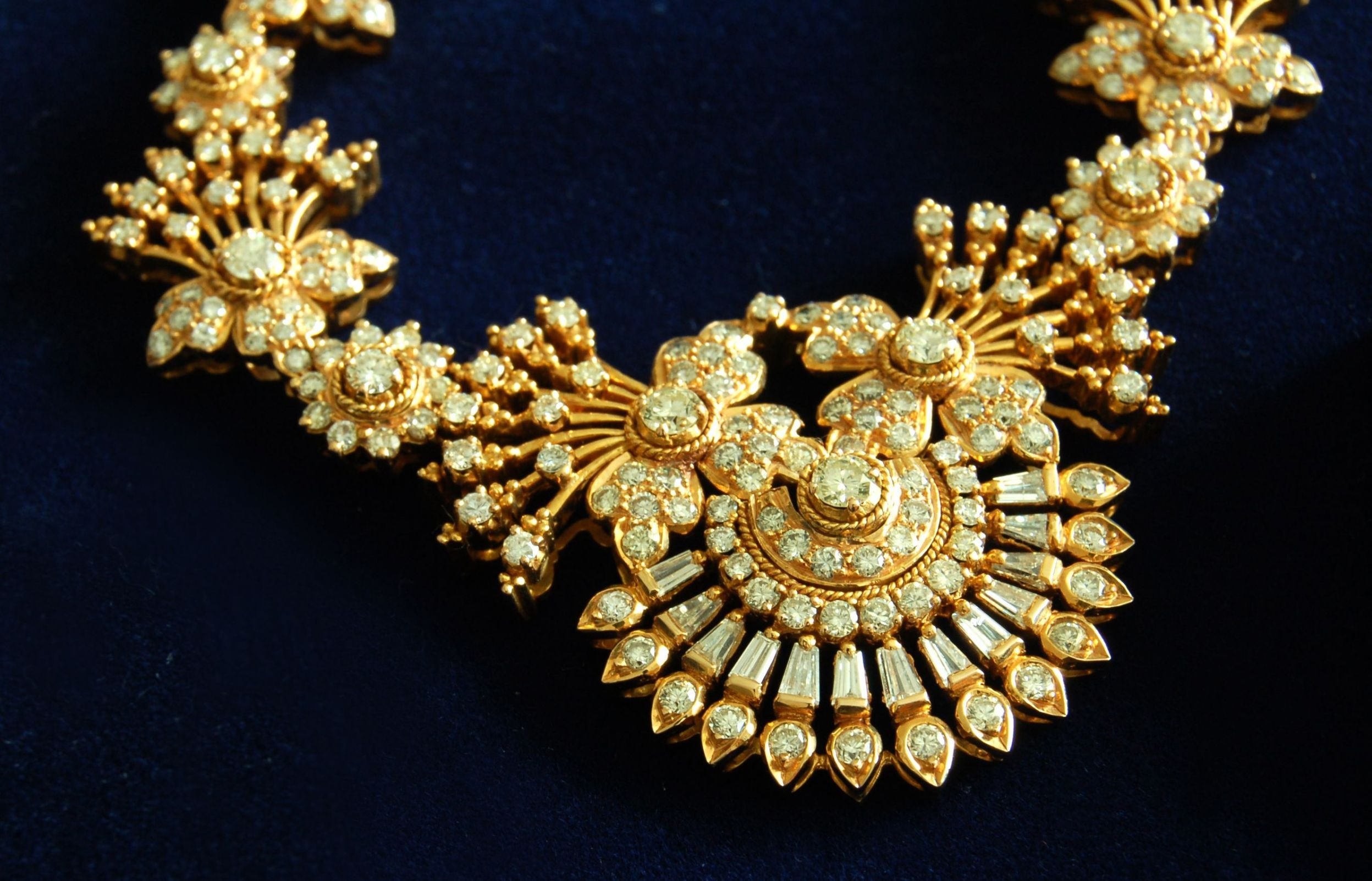 Trends For Most Expensive Gold Necklace ACCESSORIES THAT ARE