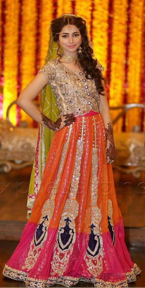 Pakistani mehndi dress colour pinterest pakistani for Pakistani wedding mehndi dresses