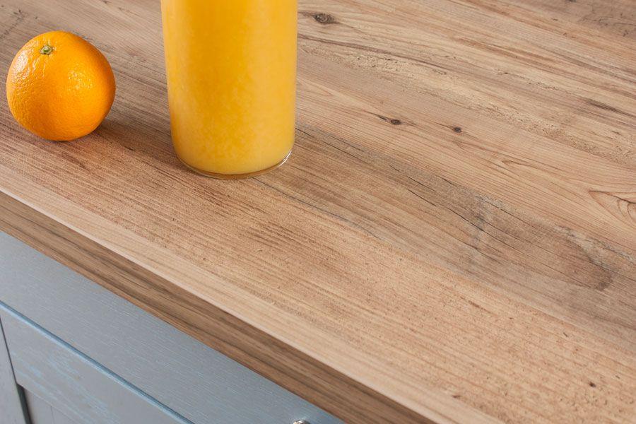 Die Resopal Arbeitsplatte Kombiniert Das Aussehen Von Rustikalem Holz Mit Den Positiven Eigenschaften Von Beschichtetem Rustikales Holz Arbeitsplatte Rustikal
