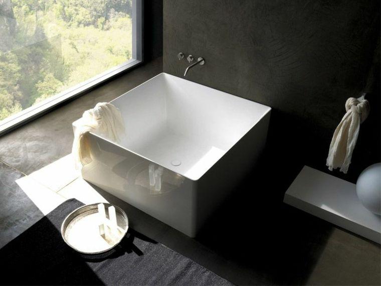 Bagni piccoli e un idea con lavabo quadrato in appoggio su un