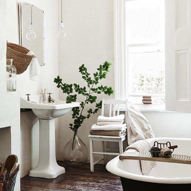 Farmhouse Bathroom - The Mountain Homesteader (@mountainhomesteader
