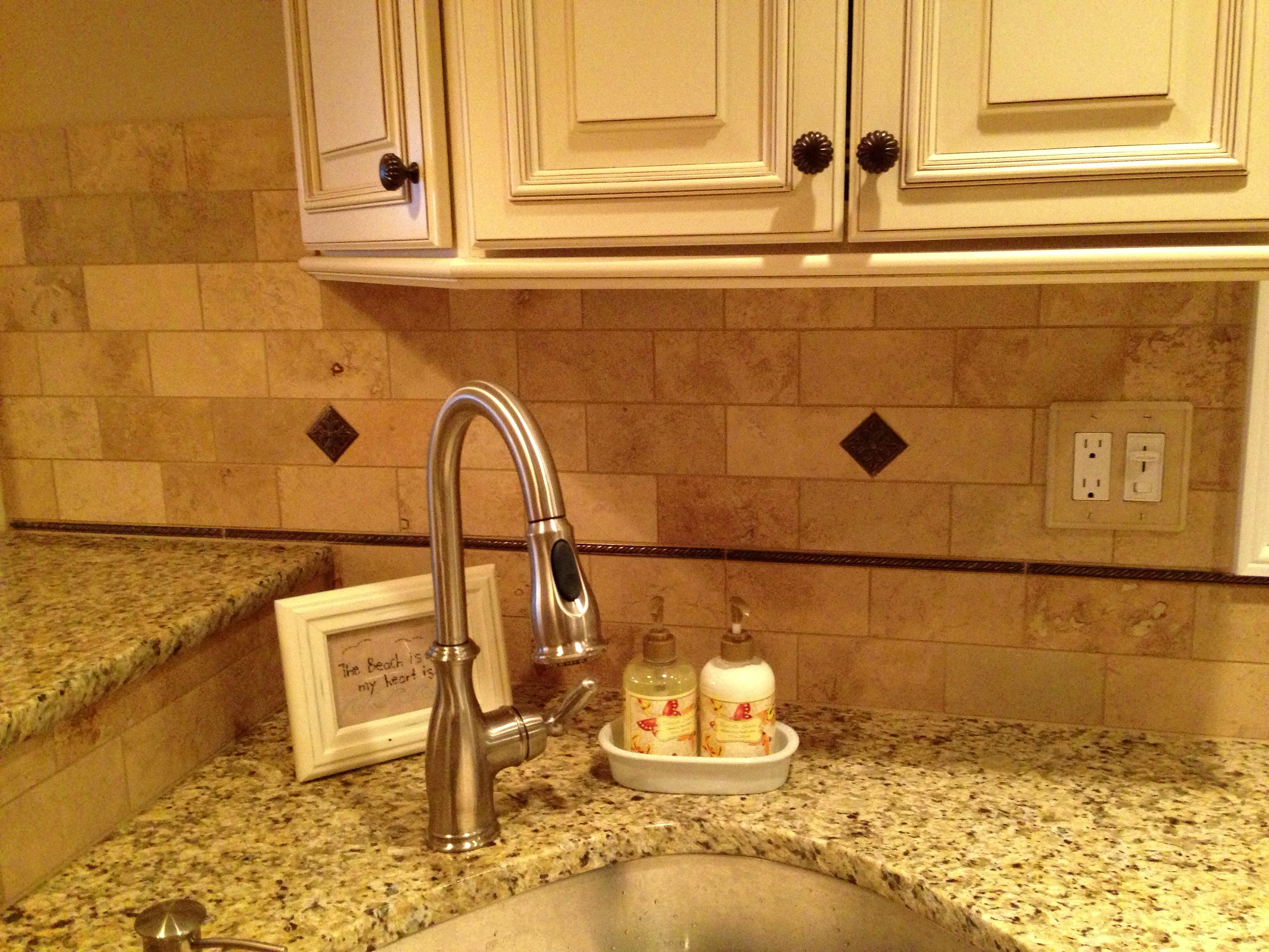 Venetian Gold Granite Kitchen Venetian Gold Granite Countertops Fabuwood Antique White Cabinets