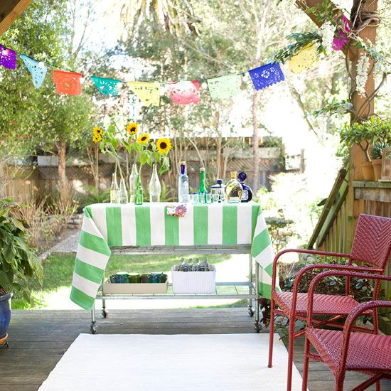 7 Top Tips For Throwing A Grand Party In A Small Home: Small-Space Outdoor Entertaining Tips