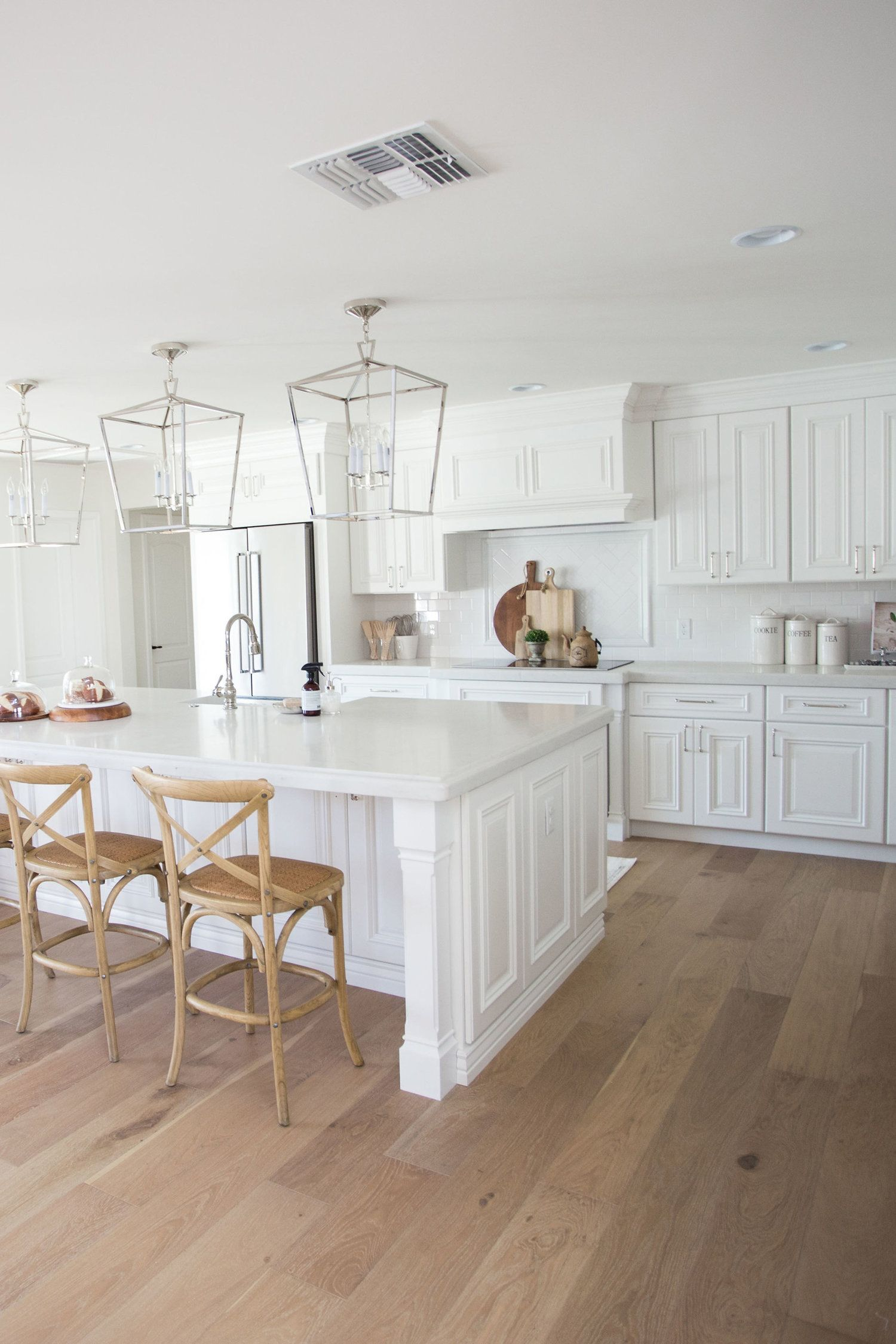 The Lifestyled Company Del Caverna Dos Project White Kitchen Hardwood Floors Wood Floor Kitchen Oak Floor Kitchen