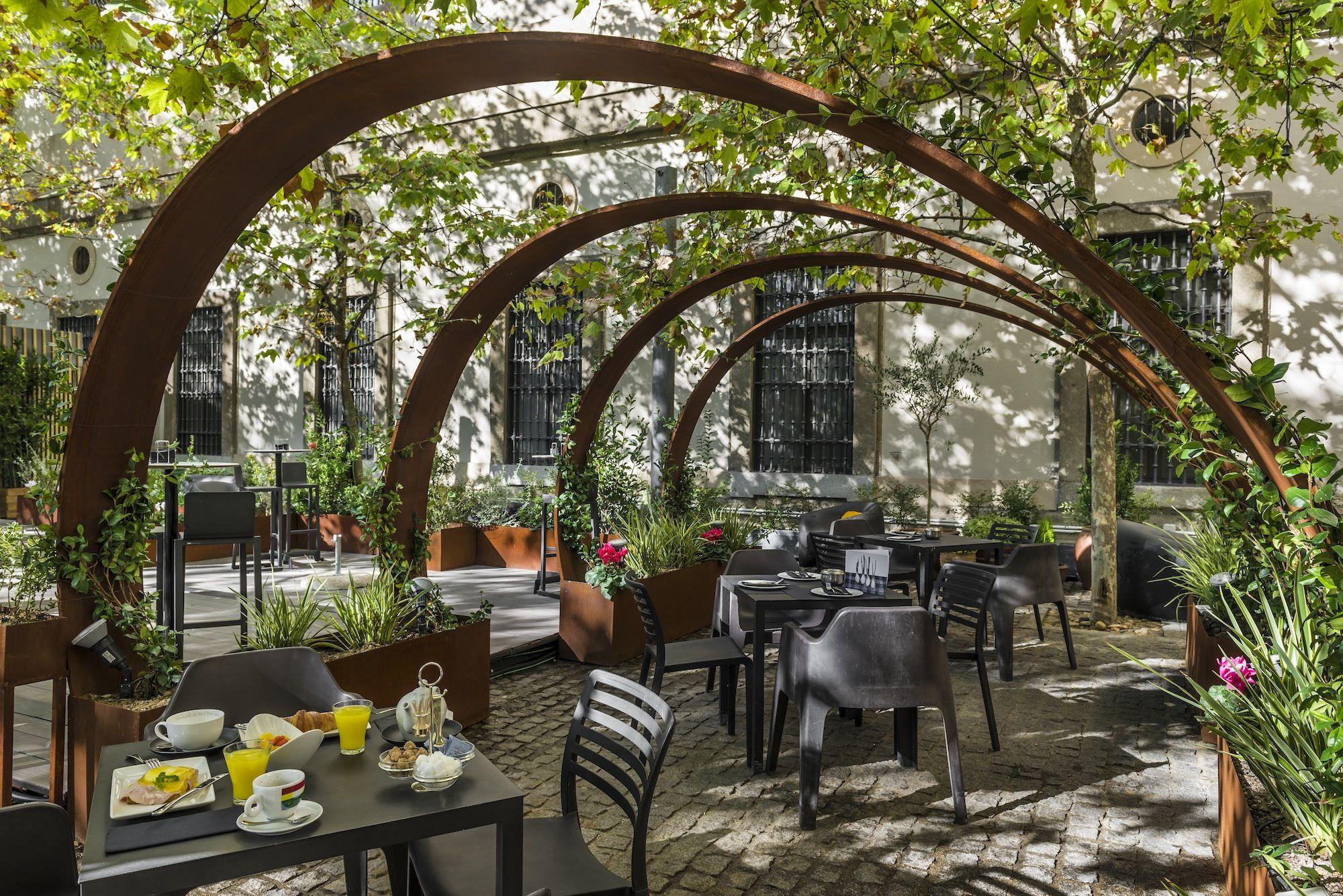 Disfrutar Al Aire Libre En Invierno En La Terraza Del Reina Sofia By Arzabal Todo Un Lujo Restaurante Al Aire Libre Restaurante Jardin Terraza