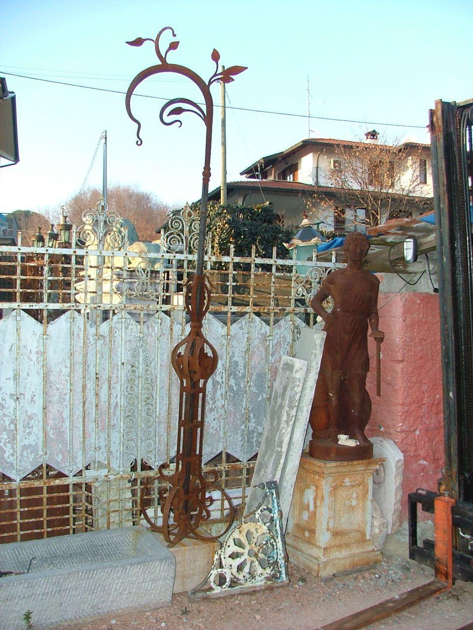 www.italialiberty.it | Lampione in ferro battuto Liberty