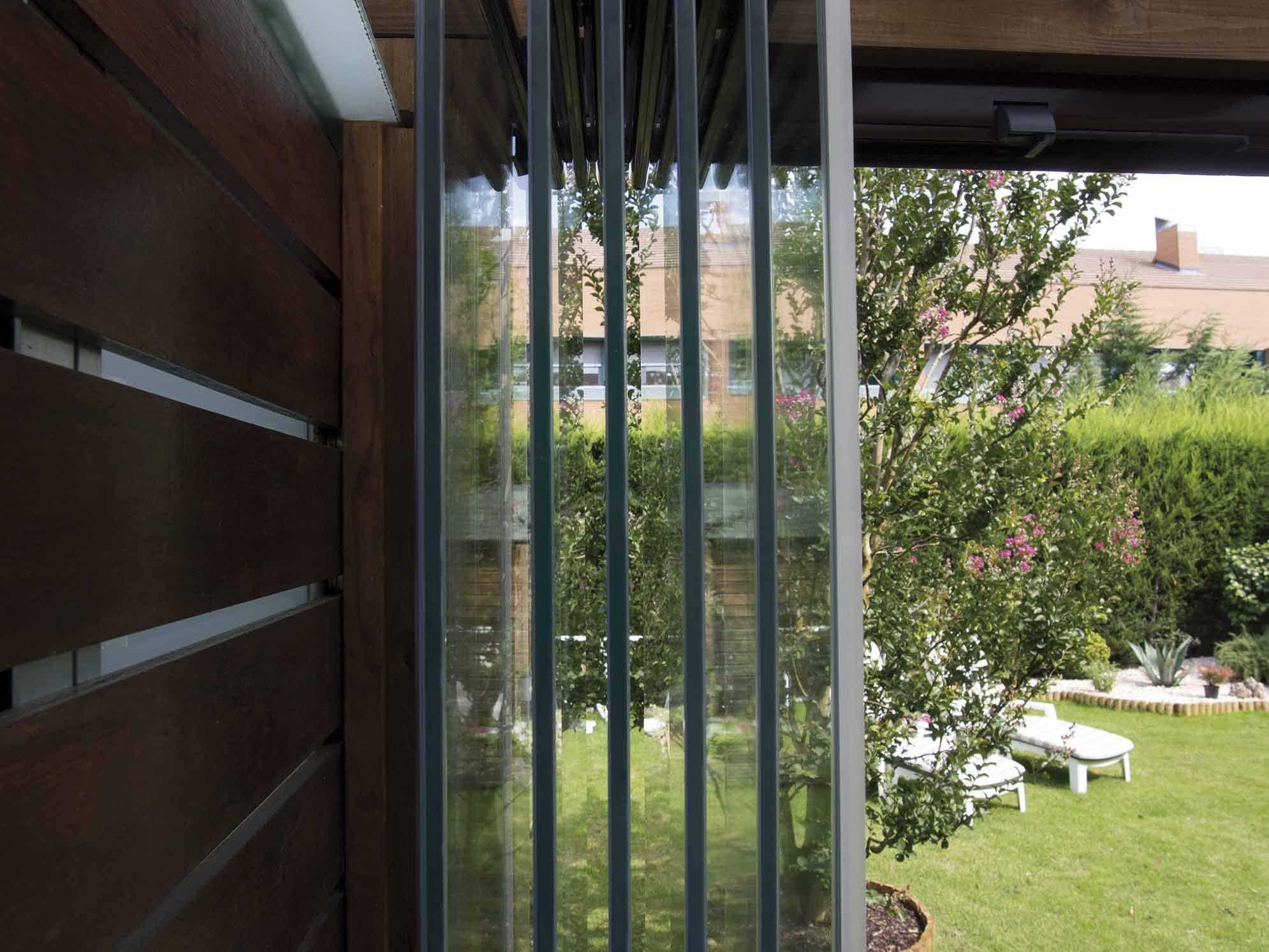 Cerramiento De Cristal Lumon Instalado En Un Porche Con Tejado De  ~ Cortinas Para Ventanas De Tejado