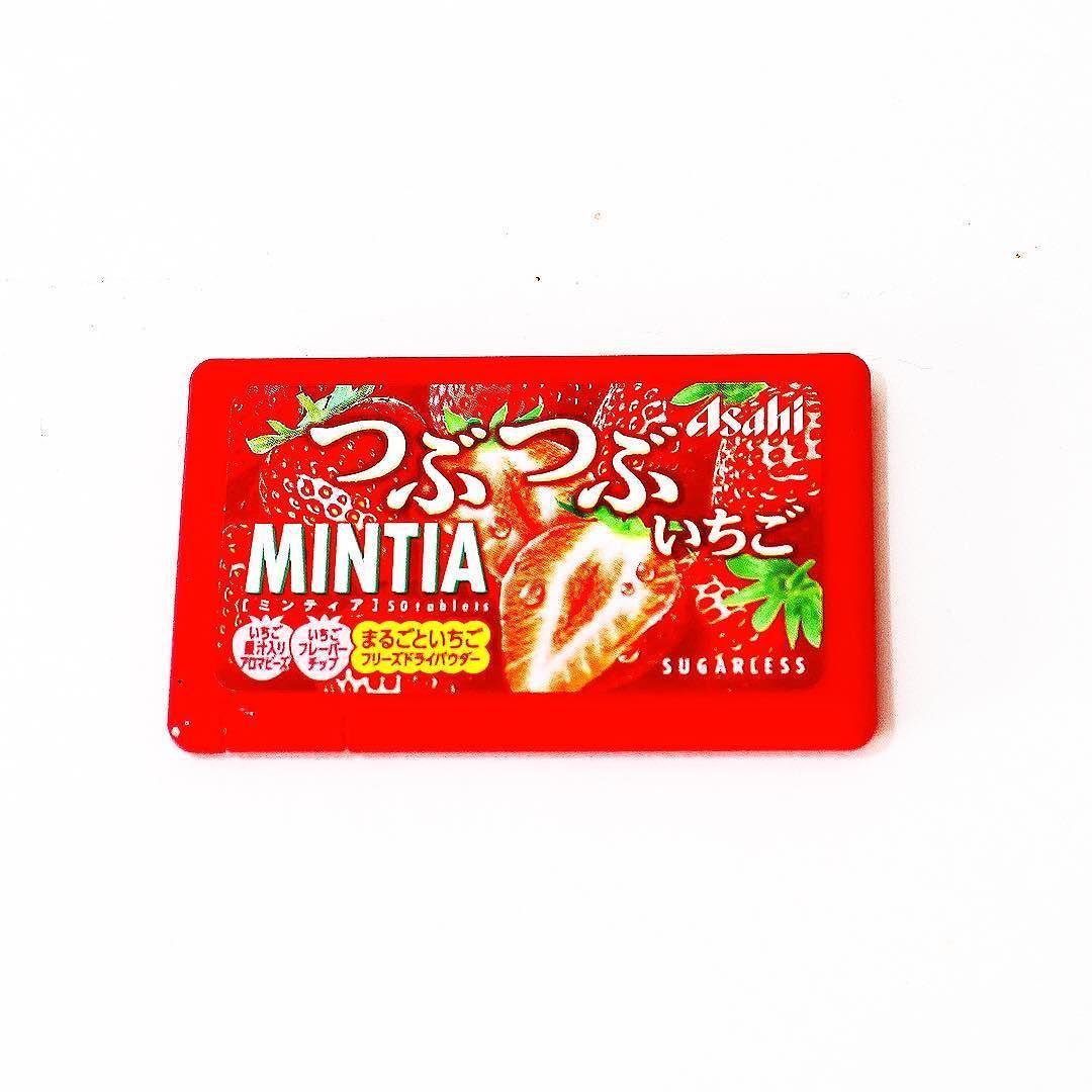 Mintia Tsubu Tsubu Ichigo  Diseñado para recrear la jugosidad de una fresa auténtica esta pastilla de  fruta tiene el auténtico sabor a fresa.  #boxfromjapan #bfjenero #mintia