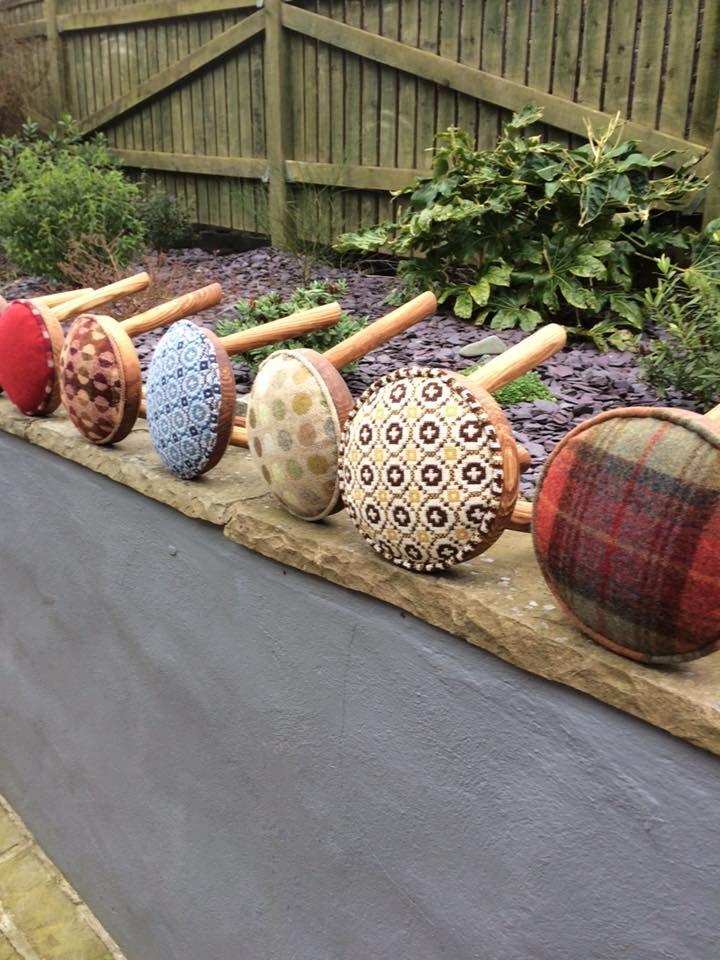 die besten 25 ottoman footstool ideen auf pinterest gro e ottomane polsterhocker und hocker. Black Bedroom Furniture Sets. Home Design Ideas
