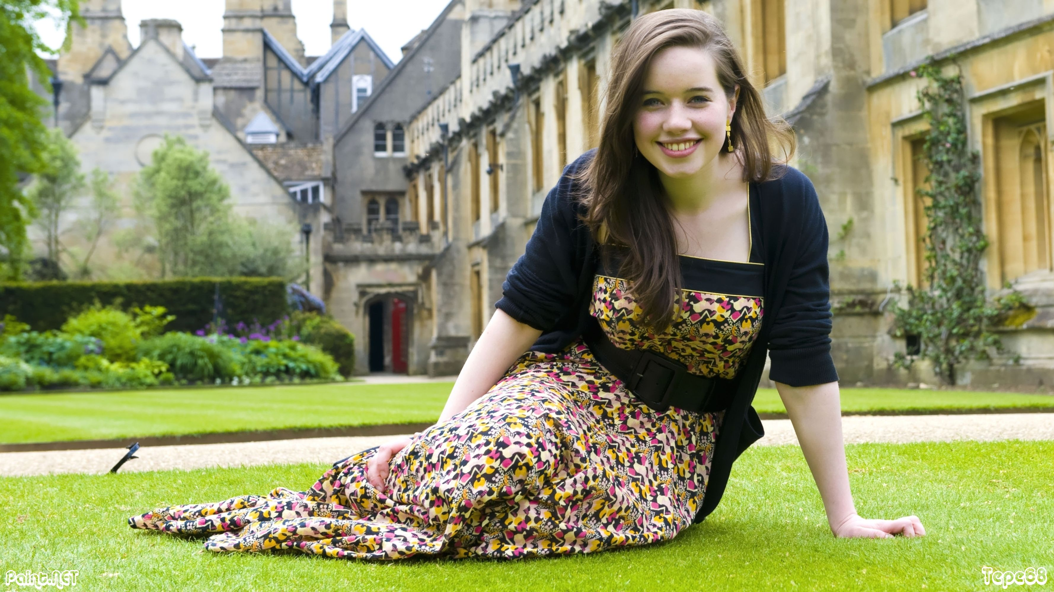 who is dating anna popplewell