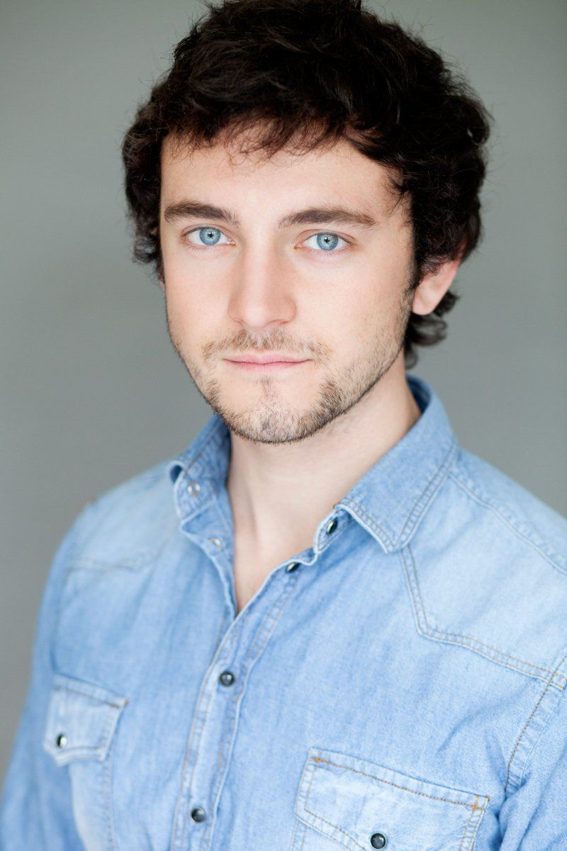 George Blagden Blue Eyes And Dark Hair Most Attractive Combination Ever George Blagden George Attractive Male
