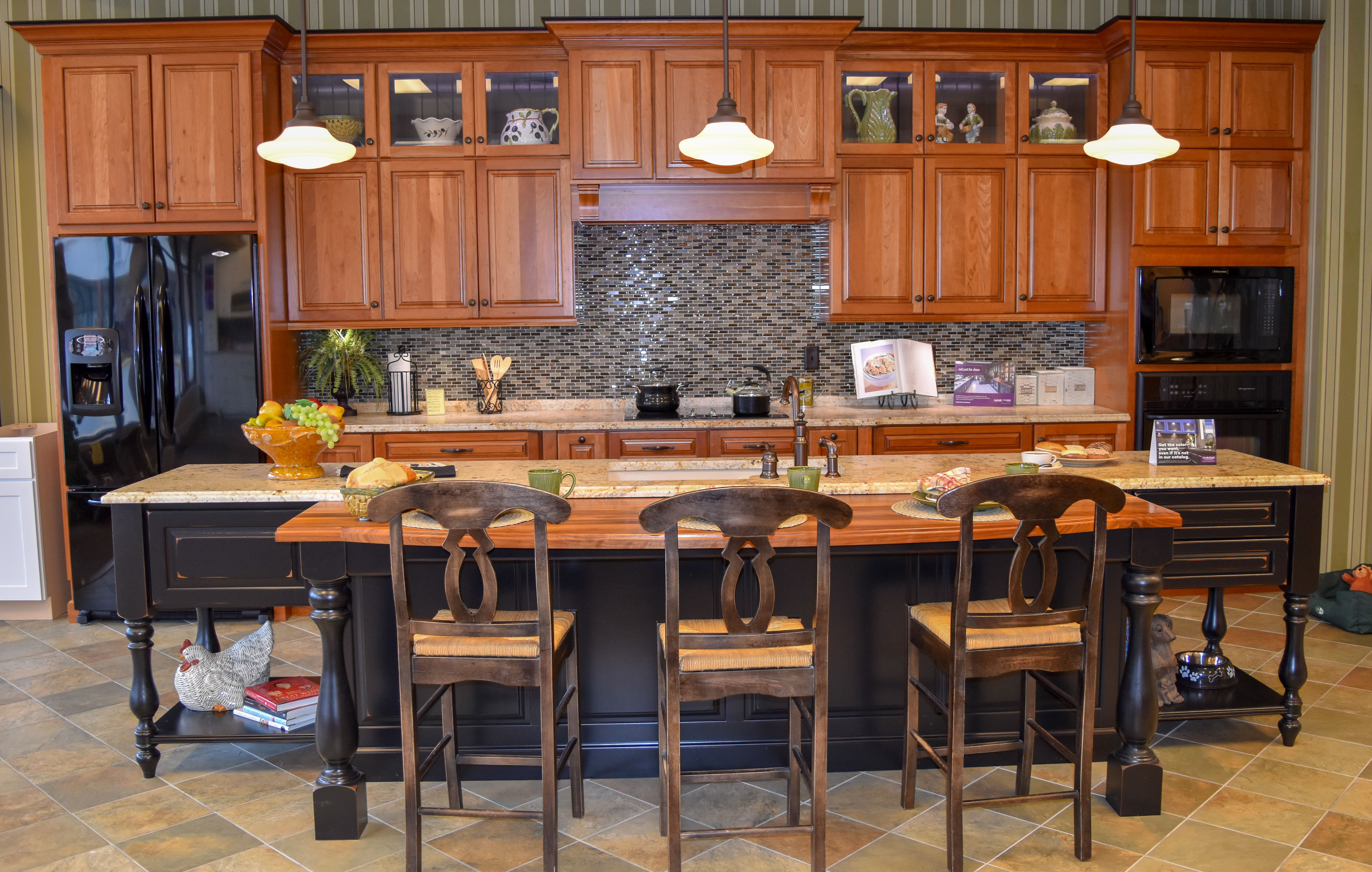 Kraftmaid Marquette Cherry Kitchen In Honey Spice With Mocha Highlight And Vintage Onyx Kitchen Remodel Kitchen Cabinets In Bathroom Kitchen And Bath Showroom