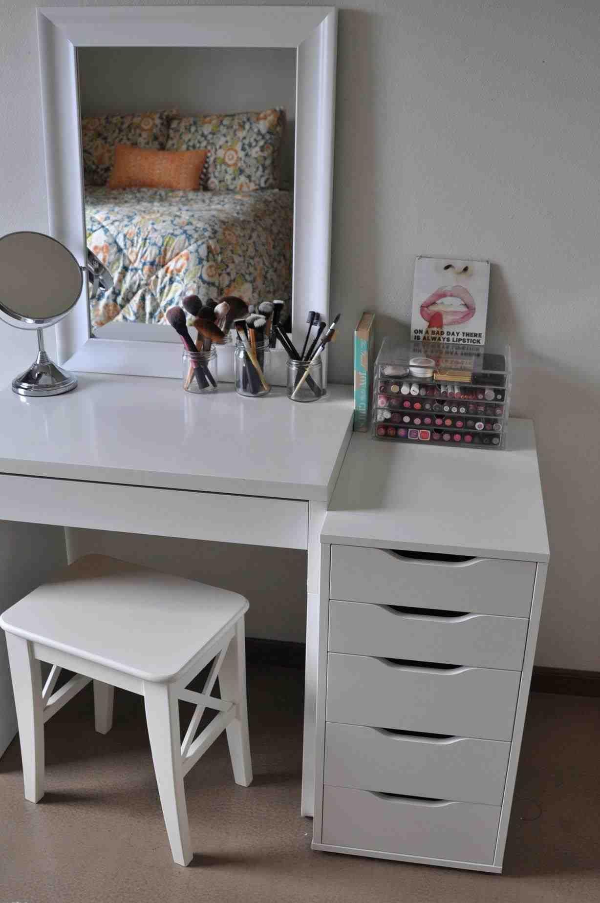 Makeup Vanity Tumblr Make Up Desk Vanity Makeup Desk Mirrored