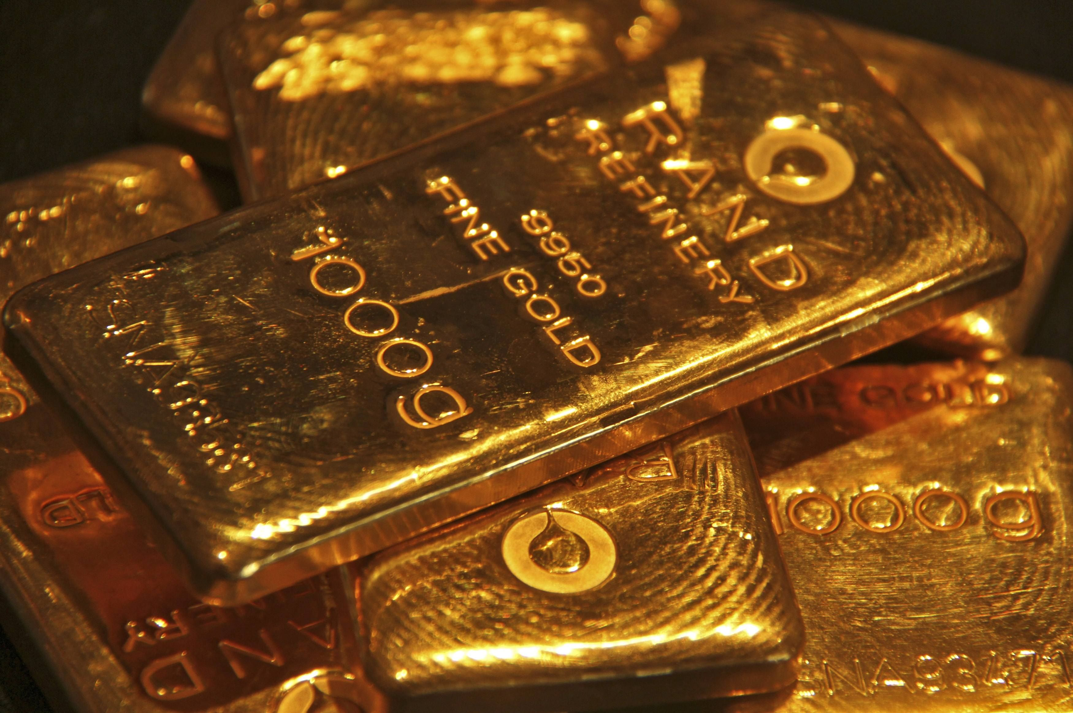 Indian Gold Store Sliding Gold Prices Reduce India S Firepower On Imports Gold Bullion Bars Gold Futures Gold Price