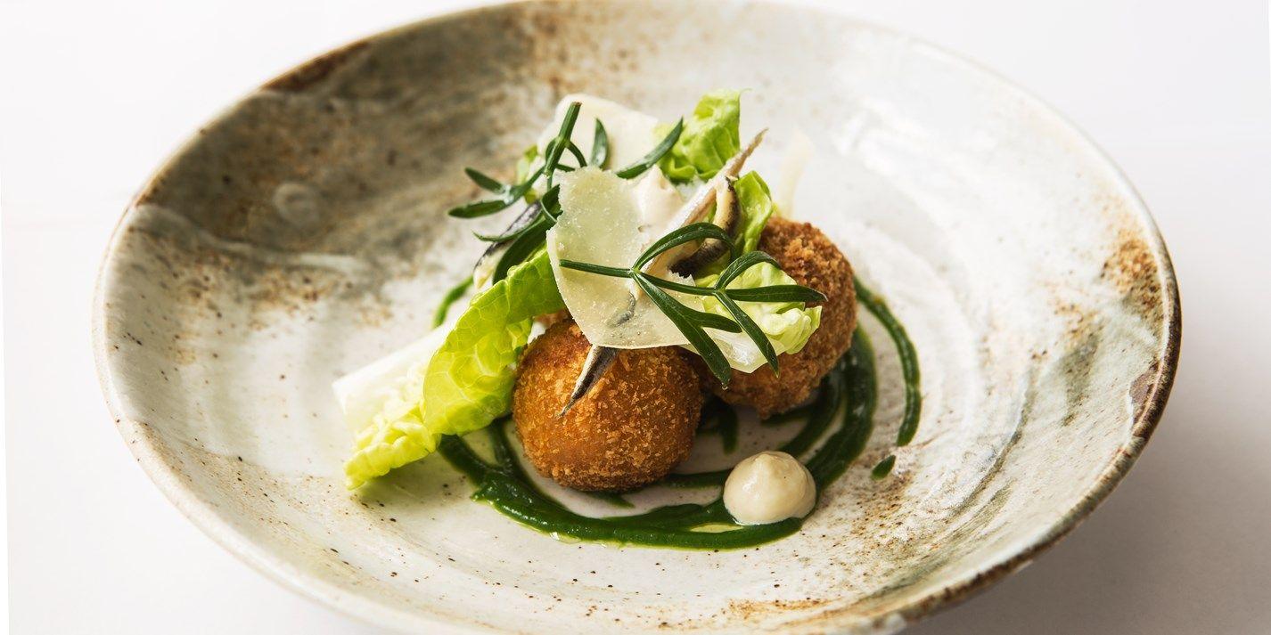 Caesar salad croquettes receta hail caesar pinterest for Comida francesa gourmet