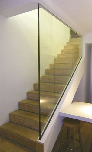 Garde corps d 39 int rieur en verre pour escalier for Garde corps interieur escalier