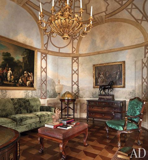 Look Inside A Luxurious Apartment In Naples With Plenty Of