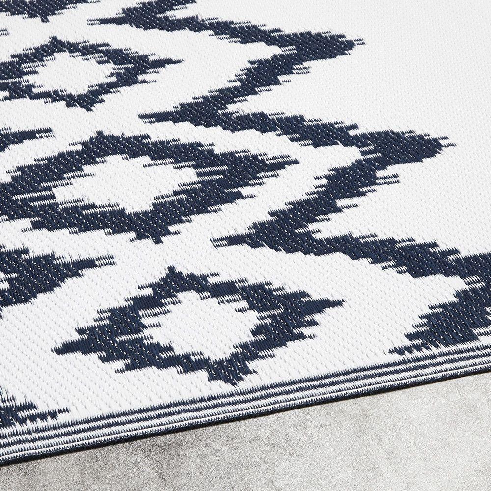 Weisser Outdoor Teppich Mit Blauen Grafischen Motiven 180x270 Maisons Du Monde Tapis Exterieur Tapis Noir Et Blanc Motifs Graphiques