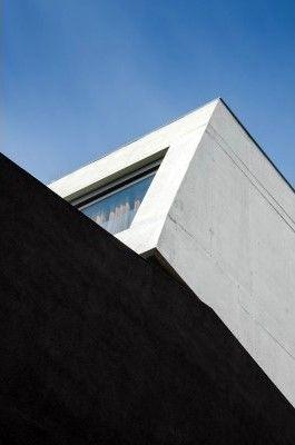House in Laundos by Oval | Avelino Oliveira | João Morgado