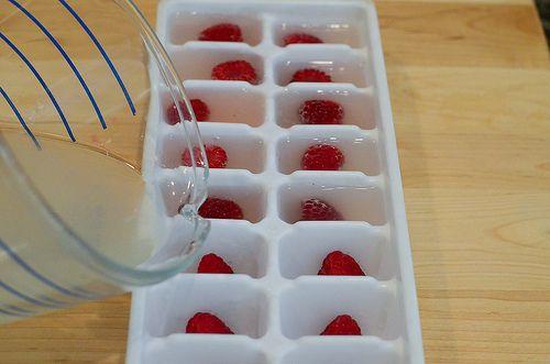 Love this ice cube tray idea!