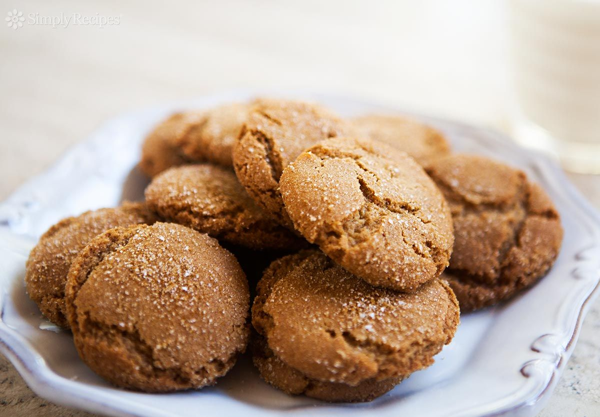 Butterscotch Cookies! Love butterscotch? Then put these cookies on your list! These crispy, crunchy butterscotch cookies made with brown sugar and browned butter, perfect for dunking in milk or coffee.