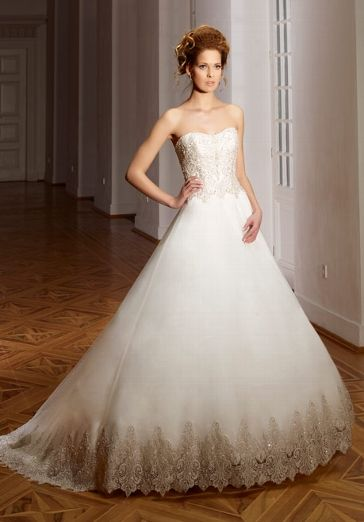 Romantisches Hochzeitskleid im Prinzessinnen-Look in Elfenbein und Silber - von Diane Legrand