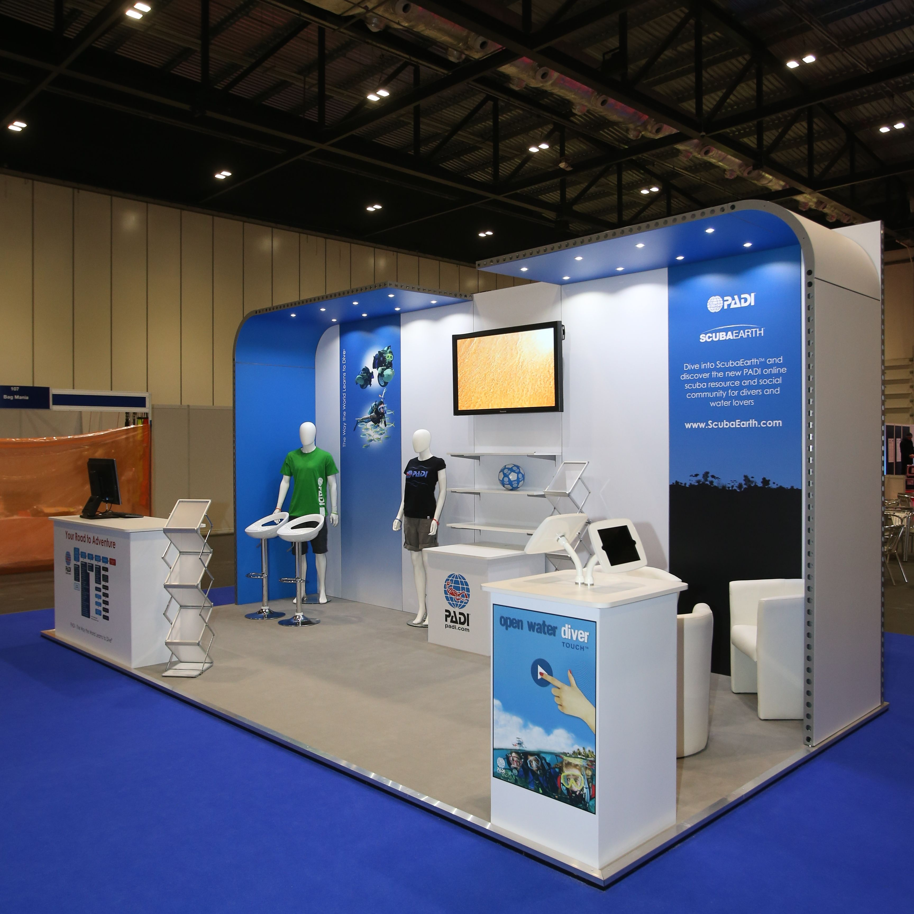 School Exhibition Stall Design : Padi international diving school using the latest technology wih