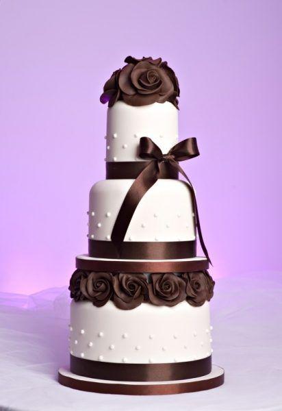 Tort De Nunta Foarte Elegantcu Panglica Satinata Si Trandafiri