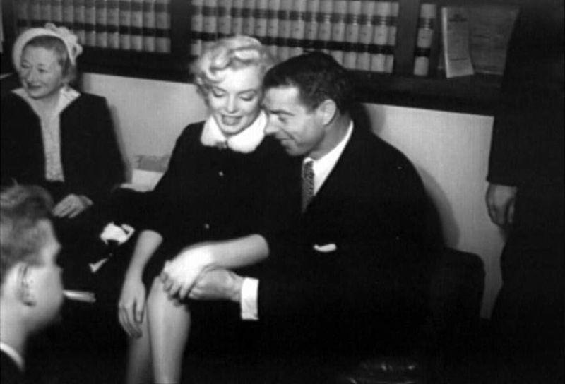 Marilyn Monroe And Joe Dimaggio Photographed On Their Wedding Day San Francisco City Hall January 14th 1954