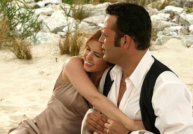 Wedding Crashers Jeremy Vince Vaughn Takes Gloria Isla Fisher For What He Thinks Is A Standard Romp In The Sand Until She Confesses That Shes