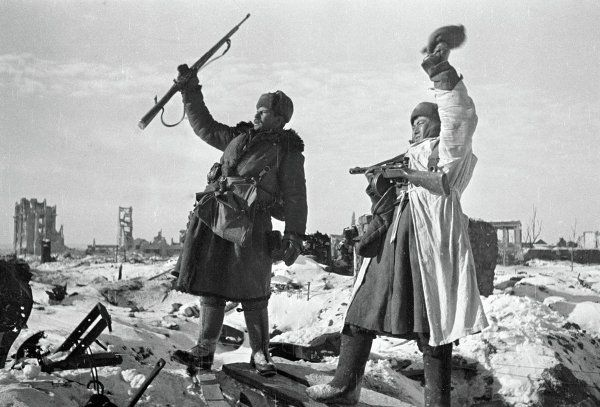 battle of stalingrad essay Battle of stalingrad essay the battle of stalingrad was one of the decisive battles of world war ii lasting from august 1942 to february 1943, the battle pitted the forces of the soviet union against those of nazi germany amid the ruins of the city of stalingrad.