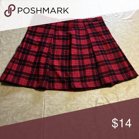 "ffd19e00de89 *NWT* Joe Boxer Pleated Skirt Red and black plaid, pleated mini skirt with  zipper back. Waist: 35"". Length: 17"". 100% cotton. Joe Boxer Skirts Mini"