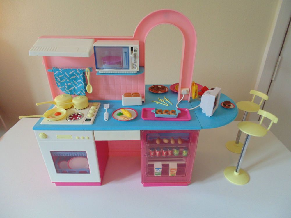 Vintage Pedigree Girls Toy SINDY Dolls KITCHEN CAFE Suit Barbie To.