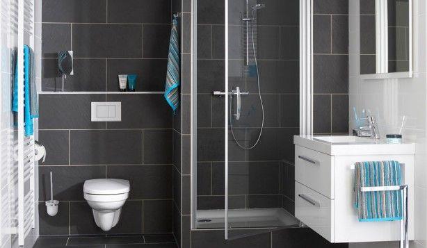 Kleine badkamer wit wasafel toilet wc douche blauw mix