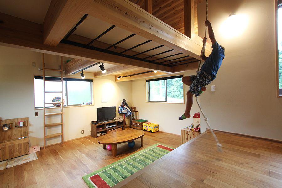 うんてい ロープ 屋根裏部屋 2階は子供達が遊べる体育館の