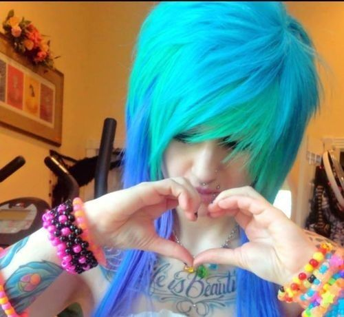 #CuteFase awesome green and blue hair *O* <3