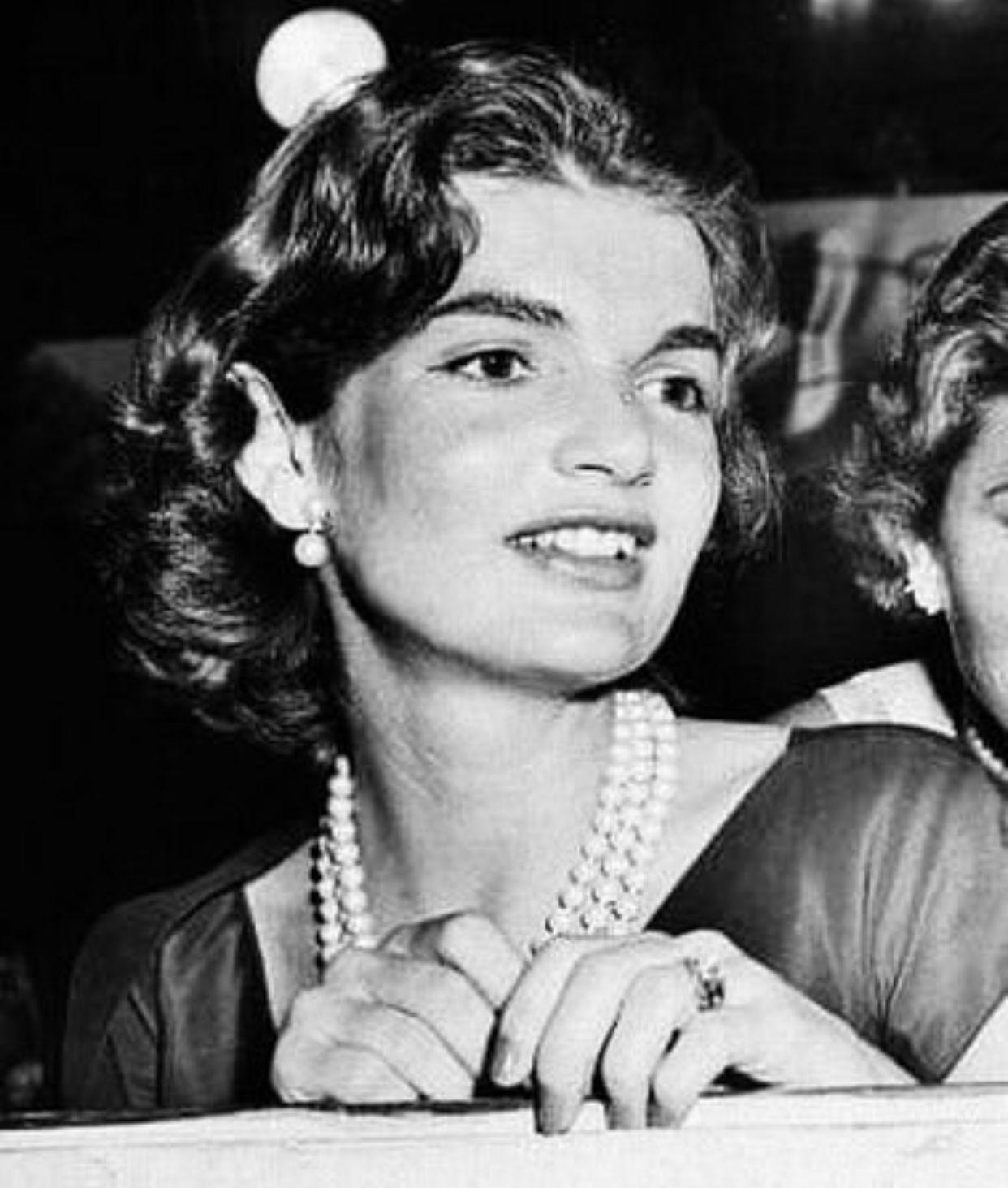 Pin By Maxima On Jfk Jackie Kennedy Jackie Kennedy Style Jacqueline Kennedy Onassis