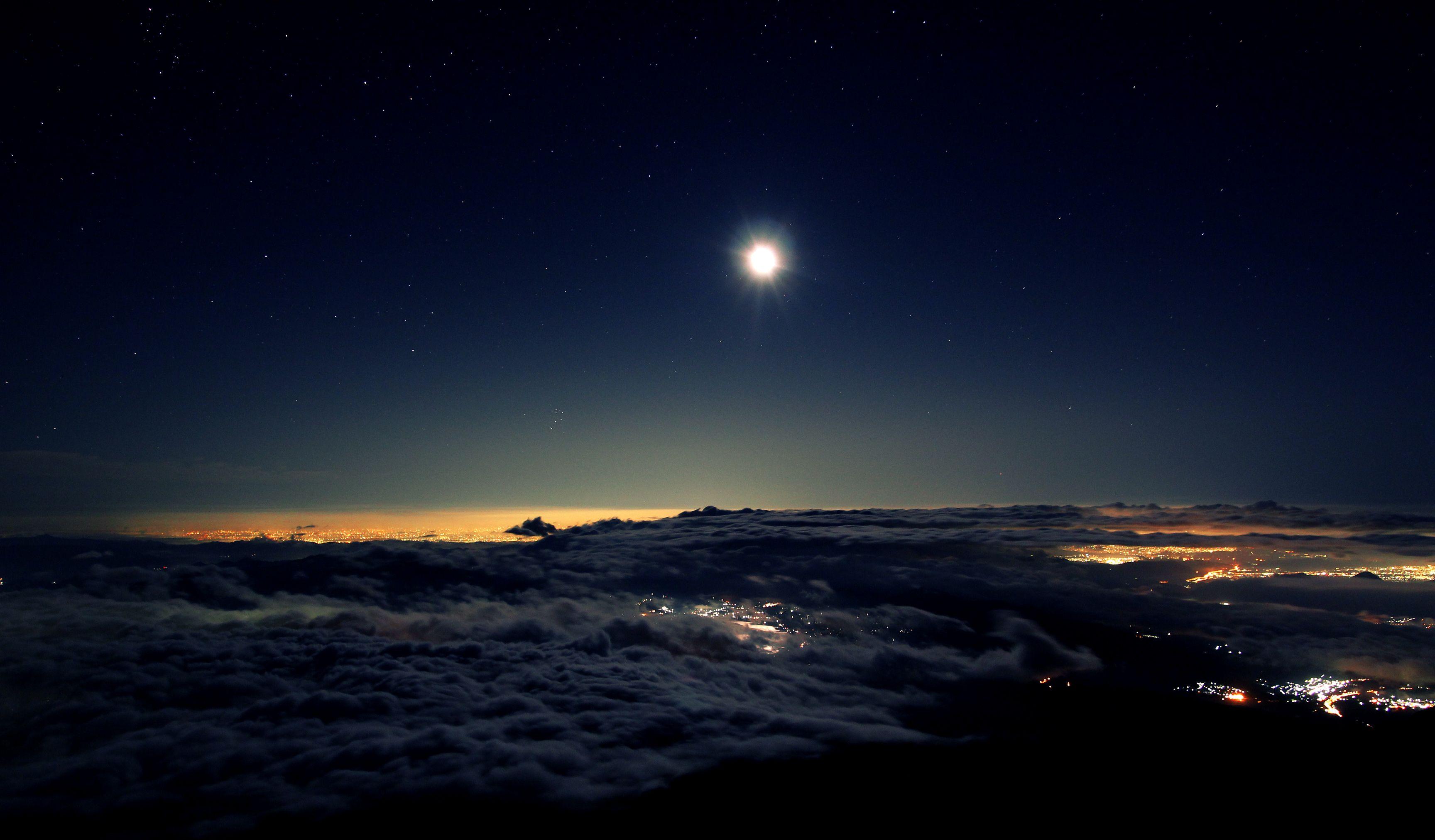 луна на звездном небе фото высокого разрешения нас самые модные
