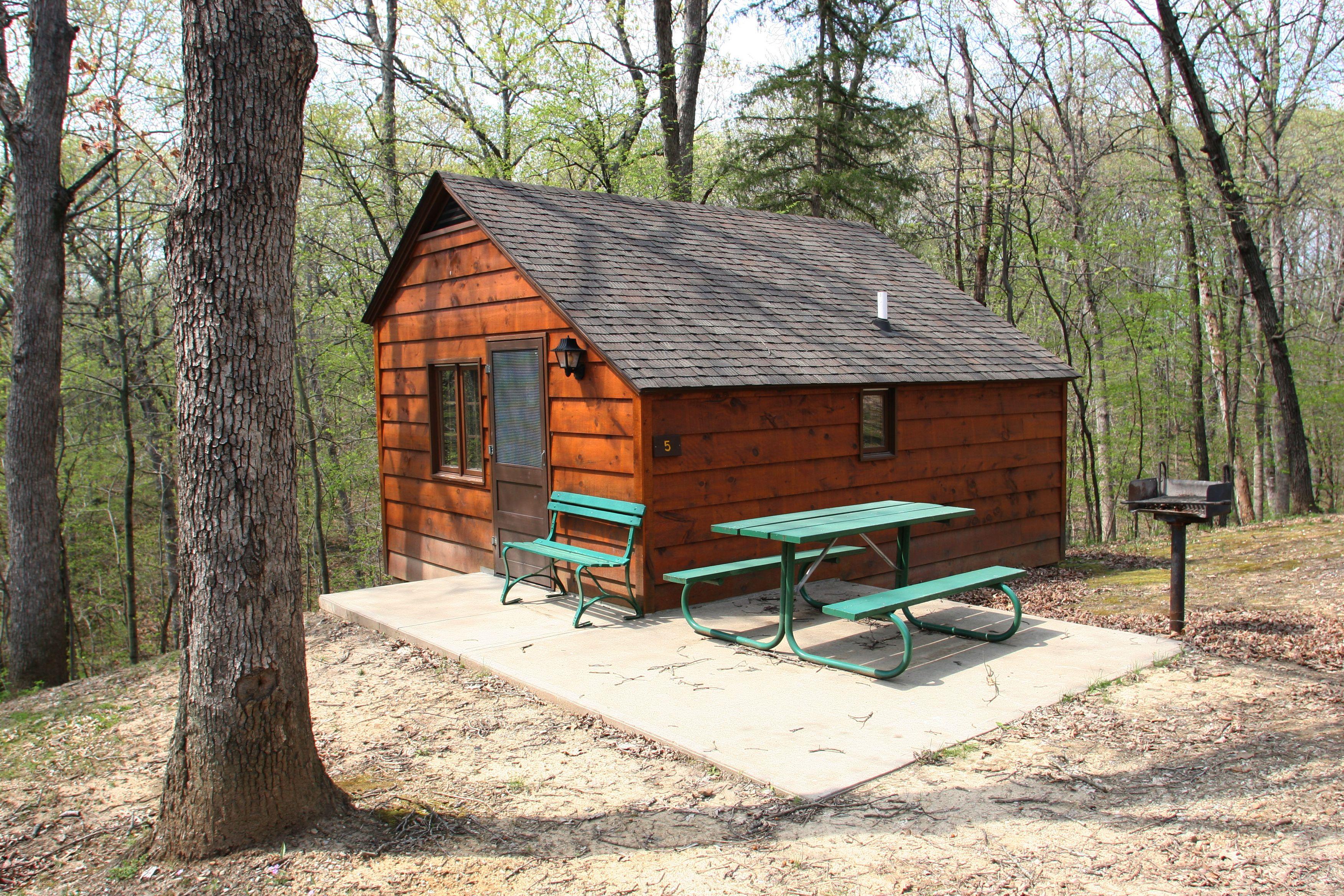 cabins house sioux okoboji resort cabin little file beach rentals gallery properties crescent