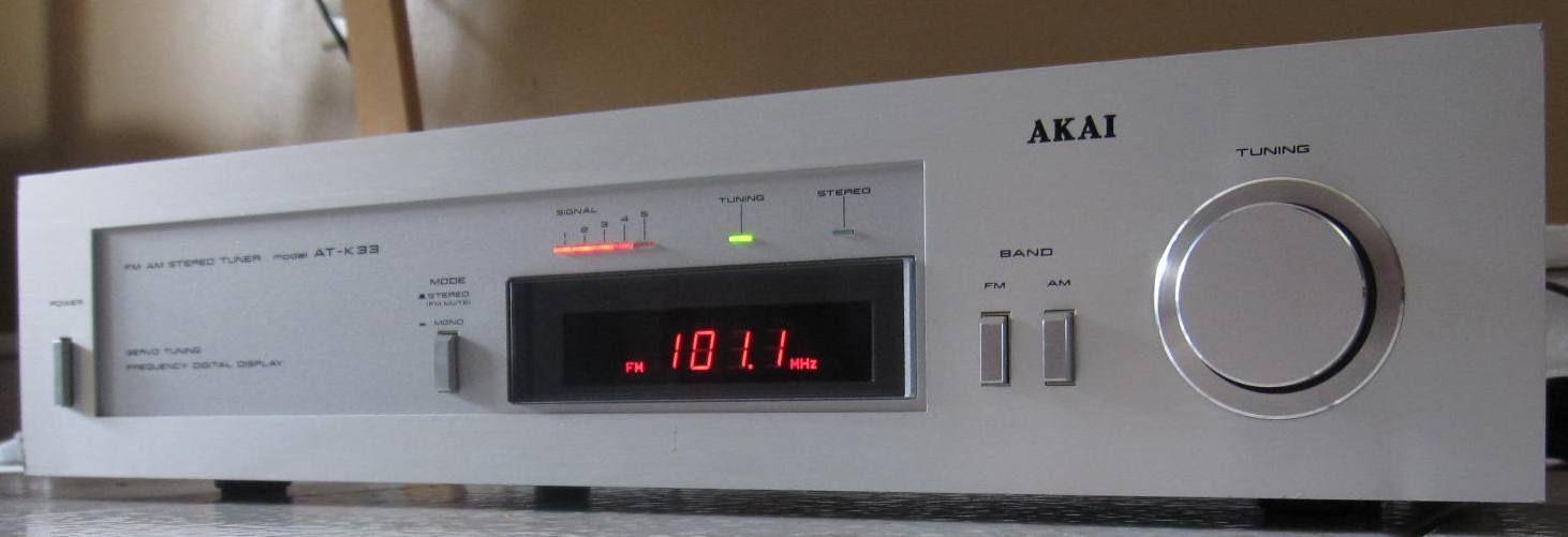 Akai AT-K33 FM AM Stereo Tuner w Servo Digital Tuning - Vintage
