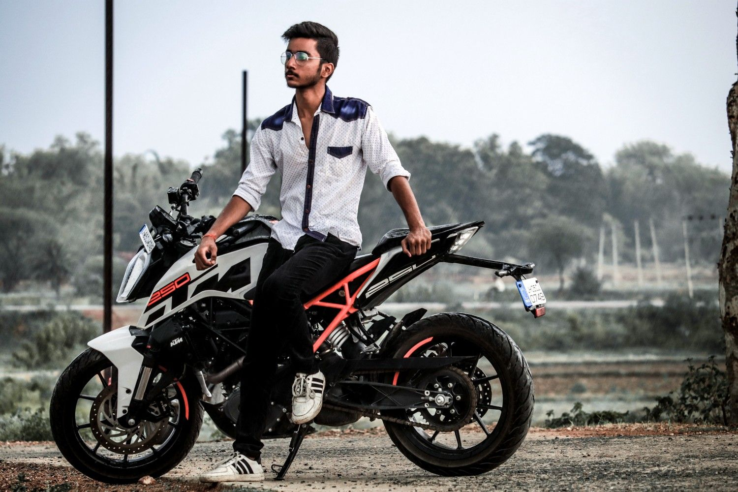 Pose For Mens Photoshoot With Bike In 2020 Bike Photoshoot