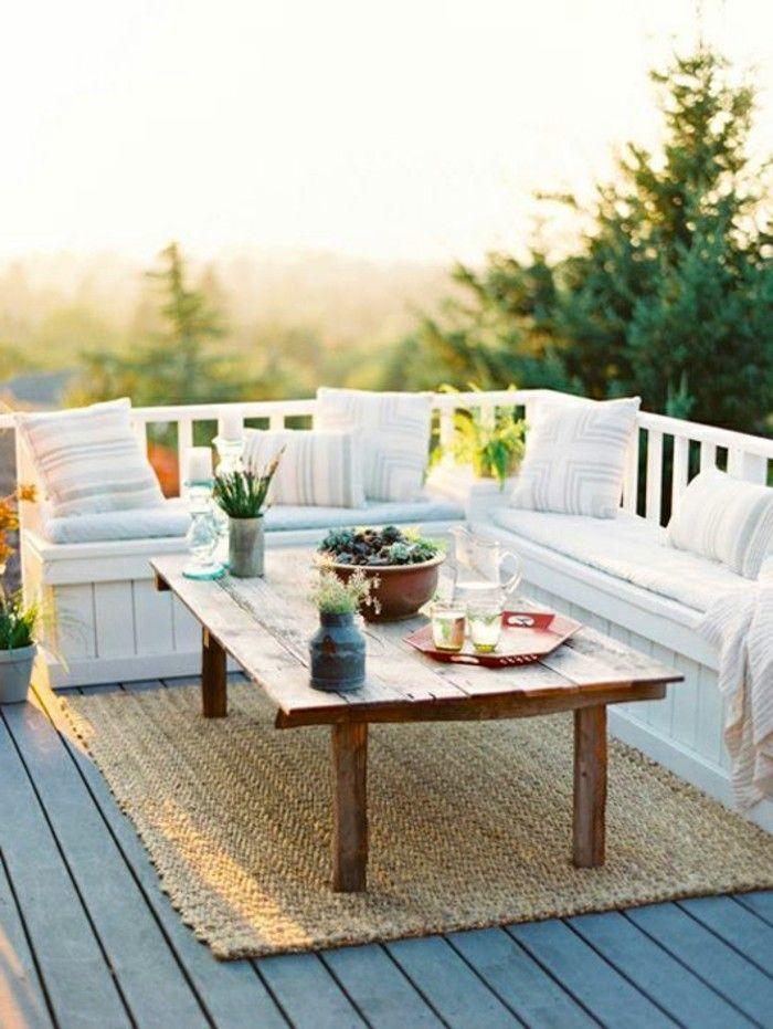 Balkongestaltung Mediterran Tisch Massivholz Teppich Holzboden ... Terrassen Und Balkongestaltung 35 Hubsche Beispiele