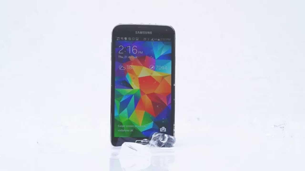 Samsung Galaxy S5 gewinnt gegen iPhone 5s  #IceBucketChallenge - https://apfeleimer.de/2014/08/samsung-galaxy-s5-gewinnt-gegen-iphone-5s-icebucketchallenge - Mit der aktuellen Samsung Galaxy S5 Werbung trifft Samsung ins Schwarze und lässt den (noch aktuellen) direkten Kontrahenten Apple iPhone 5s im Wasser stehen. Die ALS Ice Bucket Challenge dürfte Euch mittlerweile bereits mehrfach begegnet sein und selbst Apple CEO Tim Cook und Dr.Dre mussten s...