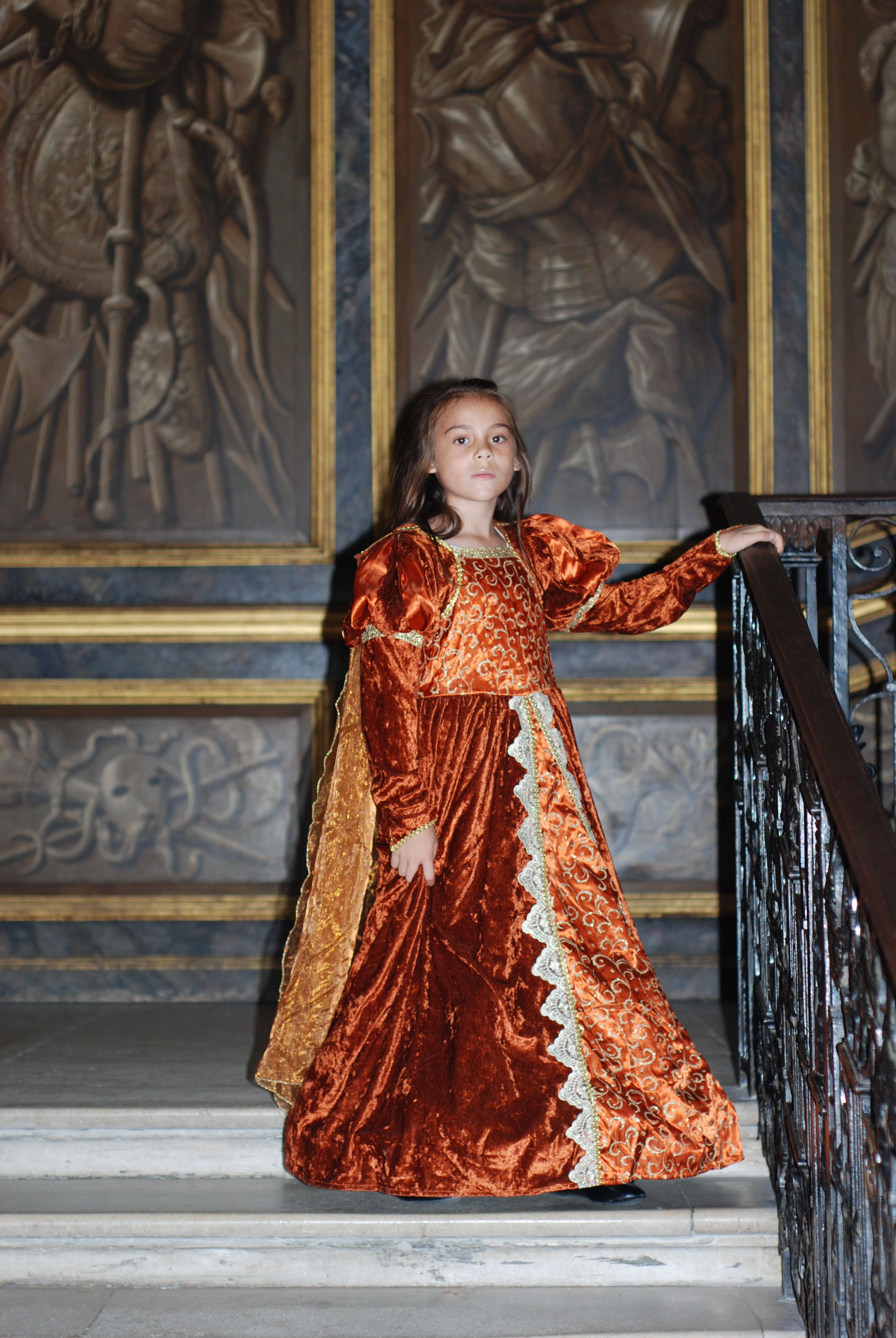 love to dress up in tudor dress