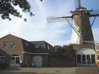 Molen de pelikaan, ofwel Den Dungense Molen, is gebouwd in 1864.