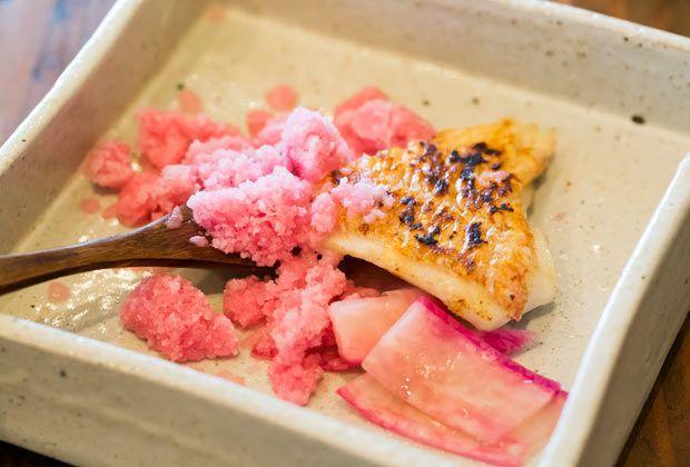 〈名前のない料理店〉の出張フレンチでパーティ! 沖縄食材を使った独創的な料理|沖縄づくり|「colocal コロカル」ローカルを学ぶ・暮らす・旅する