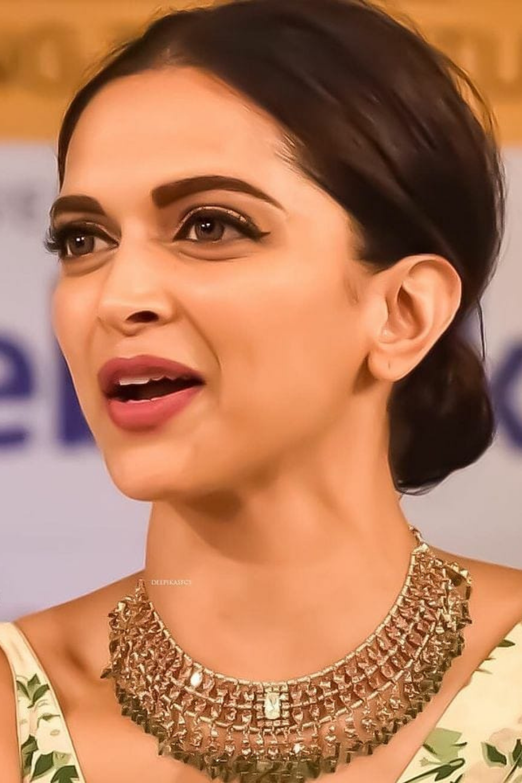 Deepika Padukone Bio Age Height Life Story Movie List Career Awards Family Deepika Padukone Celebrity Jewelry Bollywood Actress