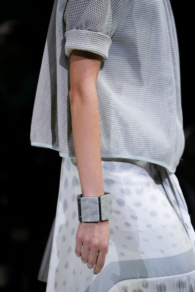 Giorgio Armani Spring 2015 Ready-to-Wear - Details - Gallery - Look 1 - Style.com