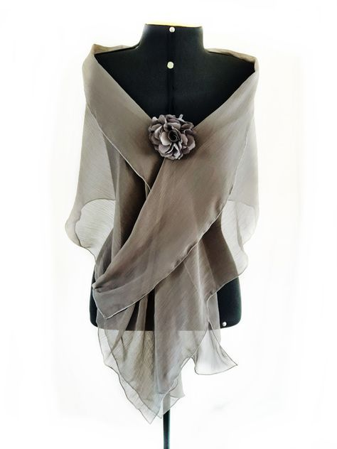 Photo of Ideal scarf to compose a party look and cover shoulders with …