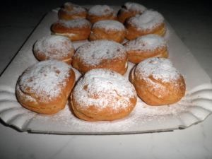 Cupcakes stuffed with homemade whipped cream  (English translation from original Italian recipe)